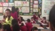 2016元旦林凯文崇文小学一年四班唱歌第一名图片