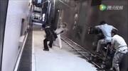 《杀破狼》小巷甄子丹甩棍VS吴京短刀的精彩打斗片段 视频