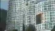山竹风力有多强?香港浅水湾某豪宅外空中竟飘着一张桌子