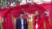 農村婚禮現場,新娘的嫁妝不少,這都是父母滿滿的愛!