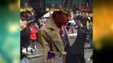 《唐人街探案2》紐約開拍 王寶強風衣爆炸頭街頭猛跑
