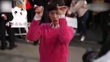 張一山主演《柒個我》拍攝花絮,莫曉娜花式比小心心慢動作教學版