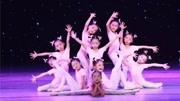 銀銀幼兒園大二班舞蹈《最好的舞臺》