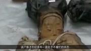 考古挖掘明代古墓,墓中發現一不腐女尸,專家為其褪衣:遺憾