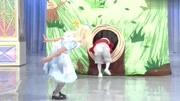 愛麗絲夢游仙境2,白皇后終于承認錯誤,和紅皇后和好