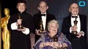 成龙获颁奥斯卡终身成就奖 与史泰龙激动挥手