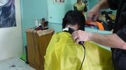佩服理發師的技術,快速剪出波波頭短發