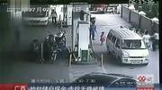 男子抢劫出租车司机,出逃时遭人围堵,走投无路他竟挟持两名女子