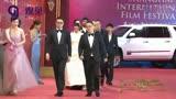 上海電影節紅毯儀式《我不是藥神》劇組走紅毯:寧浩、徐崢、周一圍