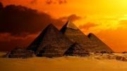 建在沙漠中的埃及金字塔,為何歷經5000多年都沒倒下?原因有兩個