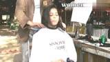 姑娘让理发师剪短了自己的长发,完成后,小姐姐好委屈的样子!