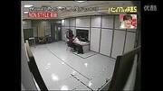 日本惡搞綜藝:妻子假裝購買了天價奢侈品,丈夫聽到價格直接噴飯