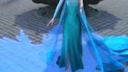 安娜穿上仙女服竟然变成了冰雪奇缘的安娜公主,好可爱!