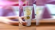 700ml的杯子,加冰若干,酸奶200ml,青柠檬4片装饰,火龙果...ml倒入