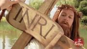耶稣扛十字架走向死刑 圣女用面纱给他擦拭鲜血 脸却印在白布上