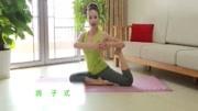 """小姐姐锻炼瑜伽""""鸽子式"""",那个腿是怎么弯的?好奇怪!图片"""