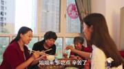 四川方言:幺妹兒給二娃買鴨子回去喂,二娃一萬個不愿意!