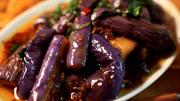 紅燒茄子,直接下鍋就廢了!大家記住一點,又香又好吃還不油膩!