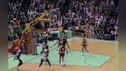 经典永存,25秒慢动作,让你看清乔丹罚球线起跳扣篮!
