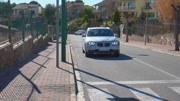 外國四個美女開車出門自駕游,女司機剛要接電話,下一秒悲劇了!