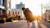 電影《冰之下》黃渤從俄羅斯寒冬到三亞海灘 體驗冰火兩重天