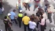 街头恐怖整蛊 俄罗斯杀手电梯人质恶作剧 妹子吓尿了