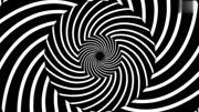 女子吸毒后產生強烈幻覺 攝像頭拍到全部過程