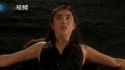 《城市猎人》这部彩立方平台登录毁了王祖贤的玉女形象吊带短裙大秀火辣身材