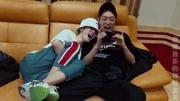 坤音娛樂:靈超有多粘人?看看岳岳懷里躺著的是誰你就知道了!