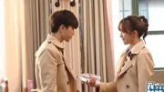 王杰重庆商演,女孩冲上去想跟王杰握手, 却被保安把她拦住了!
