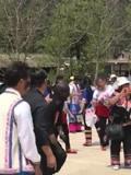 彝族摸扔节现场视频_现在看下云南邱北的彝族二月过的摸脸节越黑越有福气