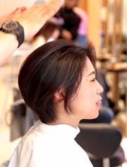 """评论 点赞 收藏 36岁女性长发剪成""""半盖耳""""短发,强势显年轻,气质好好图片"""