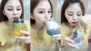 美女吃播冰块,喝百香果冰汁,喝黑芝麻牛奶冰汁,真是超过瘾!