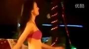 央视女主播泳裤滑落视频曝光_标清