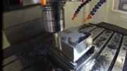 实拍数控加工中心加工机械零件的过程,太厉害了