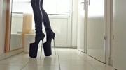 30cm恨天高细跟高跟鞋,真佩服妹子有勇气穿!