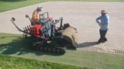 收草皮的机械,扒下来整齐的收在一起!