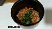 在家用电饭煲做鲜肉炒饭,一学就会,比用锅炒的还香