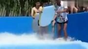 美女冲浪泳裤被冲掉
